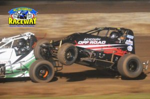Horsham's Stephen Hateley avoided a disaster after riding the rear wheel of a competitor in Saturday's Wingless Sprintcar final. PHOTO: M&L Speedway Photography